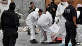 Workers surround a body in Monterrey 1 November 2011