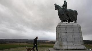 Listed monuments, including the iconic statue of Robert the Bruce, will be conserved