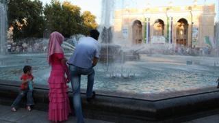 A couple and child in Tashkent (Image: Umida Akhmedova)