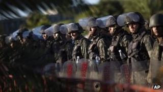 Soldiers maintain blockade of state legislature in Salvador