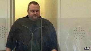 Kim Dotcom enters a New Zealand courtroom, 25 January 2012