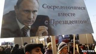 Pro-Putin supporters in St Petersburg (18 Feb 2012)