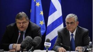 Greek Finance Minister Evangelos Venizelos (L) and Prime Minister Lucas Papademaos