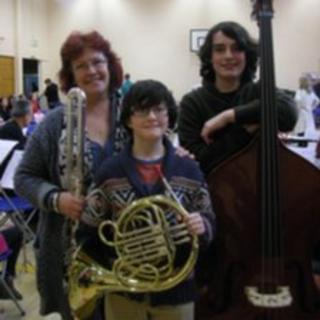 (l-r) Sarah, Zuzu and Max Hanley