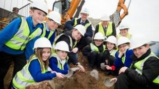 Norton Primary School children with Roman pottery and kiln found at the school