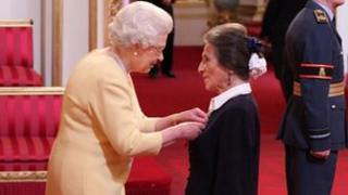 Shirley Woodman receives the MBE from the Queen. Copyright: Dominic Lipinski/PA Wire