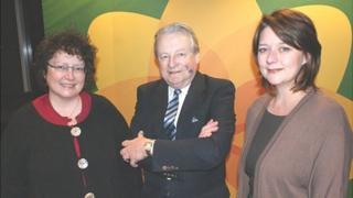Elin Jones, Yr Arglwydd Dafydd Elis-Thomas a Leanne Wood yw'r tri ymgeisydd