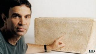 """Oded Golan with the """"James Ossuary"""""""