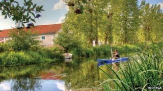 Kayaking on river (Copyright: Tootega)