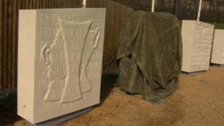 Towels covering the memorial