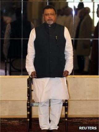 India's Railways Minister Mukul Roy stands to attention as the national anthem is played during the oath-taking ceremony at the presidential place in New Delhi March 20, 2012.