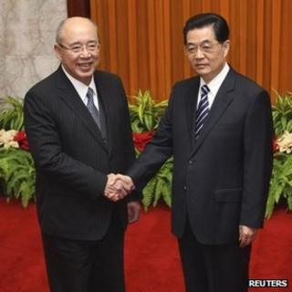 Hu Jintao (R) shakes hands with Wu Poh-hsiung (L) before a meeting at the Great Hall of the People in Beijing, 22 March 2012