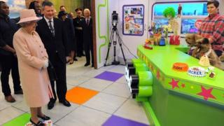 The Queen meets CBBC's Hacker and Dodge