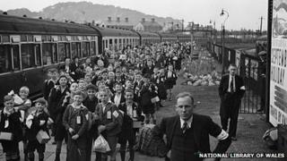 Evacuees from Birkenhead arrive at Oswestry, 1939