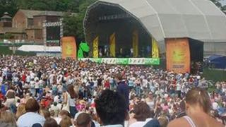 Crowds at an earlier Party in the Park