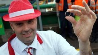 Darren Higham and wedding ring