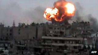 Screengrab of video purportedly showing a fireball rises from the Syrian city of Homs during a bombardment by government forces (29 March 2012)