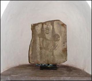Carreg Eglwys San Nicholas, Y Fenni