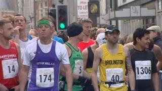 Hull Marathon runners