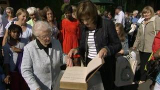 Hilda Tully with Fiona Bruce and the Negus family Bible
