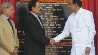 Indian Home Minister P Chidambaram with Pakistan Commerce Minister Makhdoom Amin Fahim and Pakistani Punjab state Chief Minister Shehbaz Sharif at the India-Pakistan border in Wagah