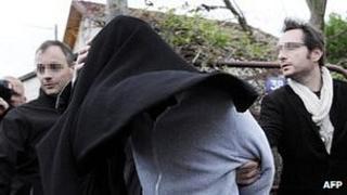 Suspect arrested in Draveil, Essonne, 14 Apr 12