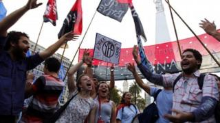 Demonstrators in Buenos Aires back the nationalisation of YPF, 16 April