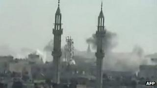 Screengrab from video purportedly showing smoke rising from the Syrian city of Homs (17 April 2012)