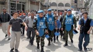 UN observer team in Damascus suburb. 18 Apr 2012