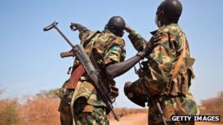 South-Sudan's Sudan People's Liberation Army pointing towards a circling Antonov in Heglig