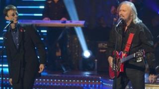 Robin (l) and Barry Gibb