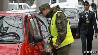 Polish customs check on border with Ukraine, 18 Apr 12