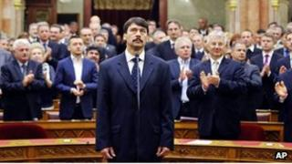 Janos Ader takes an oath in the Hungarian Parliament (2 May 2012)