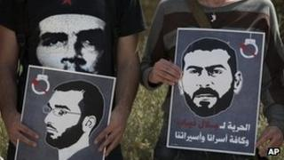 Protesters call for the release of Thaer Halahla (left) and Bilal Diab (right) in Jerusalem (3 May 2012)