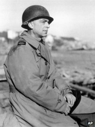 Reporter Edward Kennedy, sacked by AP for early reporting of WWII end (file photo - March 1944)