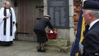 """Wreath-laying service at Portsmouth""""s Anglican Cathedral"""
