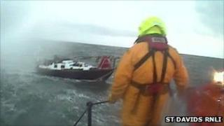 St Davids lifeboat rescue the Kent Venture