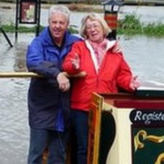 Marooned narrowboat couple