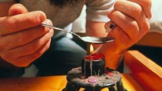 Drug user preparing heroin (Photo: Alain Dex, Publiphoto Diffusion, Science Photo Library)