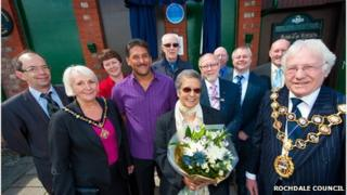 Naomi D'Oliveira and Shaun D'Oliveira join Rochdale councillors to unveil a Basil D'Oliveira plaque