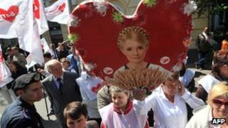 A supporter of former Ukrainian prime minister Yulia Tymoshenko holds a placard bearing her a picture of her during rally in front of Ukrainian high court building in Kiev (15 May 2012).