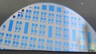 Silicon suboxide memristor wafer