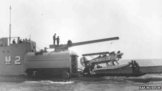 The M2 submarine and aircraft