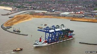 The Zhen Hua 6 arrives in Great Yarmouth outer harbour carrying container cranes