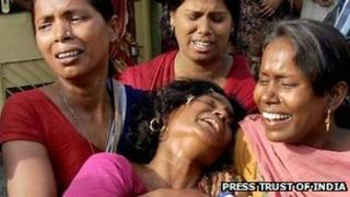Grieving relatives of the victims of Allahabad blast