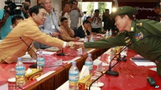 Shan State Army leader Yawd Suk (left) shakes hand with General Soe Win from the Burmese Army.