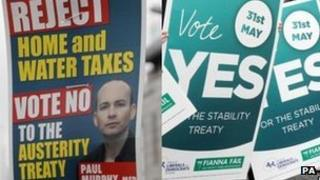 Posters in Ireland for and against the treaty