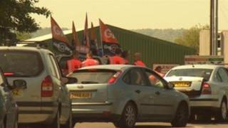 GMB picket line outside recycling site
