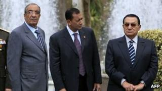 A picture taken on March 31, 2008 shows then Egyptian chief of staff Zakaria Azmi (L) standing with ousted leader Hosni Mubarak (R) in Cairo