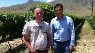 Expatriate German wine exporter Markus Stolz (l) and wine producer Christos Zafeirakis (r)
